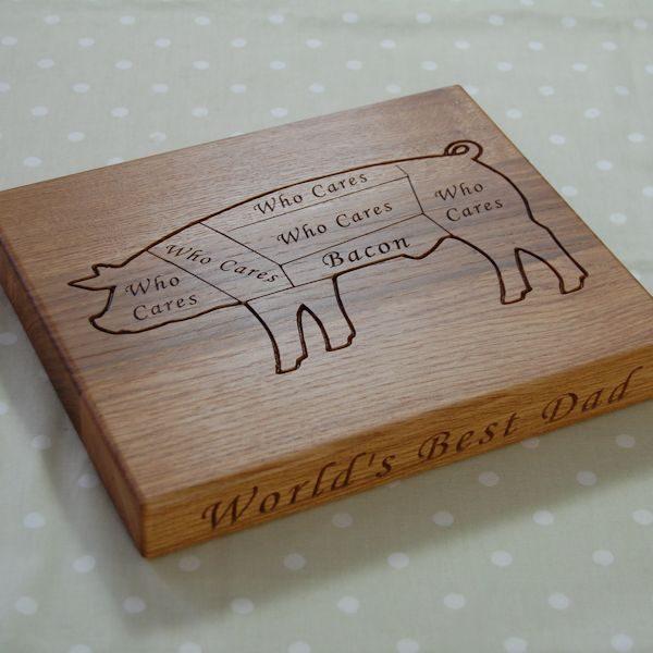 Personalised oak chopping board, size 25x30x4cm, font Art Script