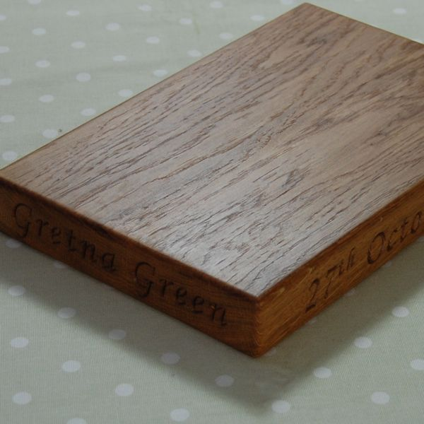 Personalised oak chopping board, size 20x30x4, font Art Script on end and edge