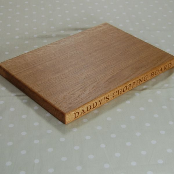 Personalised wooden chopping board, size 25x35x2.7cm, font Times New Roman
