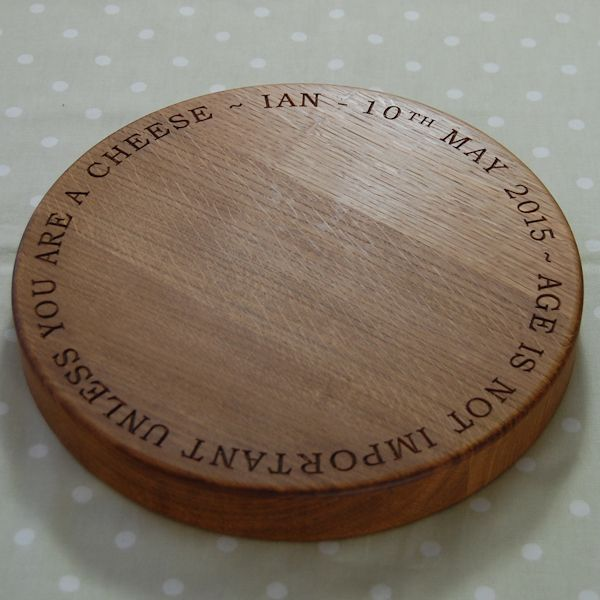 Personalised wooden cheese board, size 30 dia x 4cm, font Arial