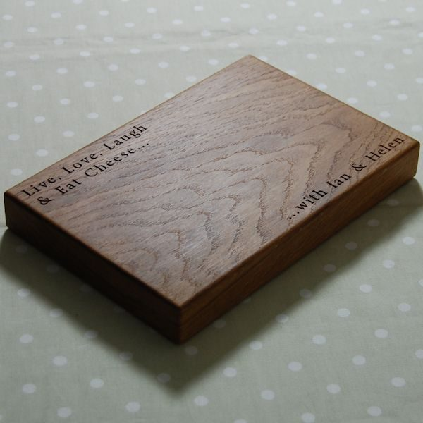 Personalised wooden cheese board, size 20x30x4cm, font Byington