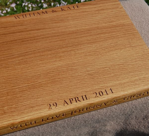 William and Kate chopping board, size 30x45x4cm, font Byington