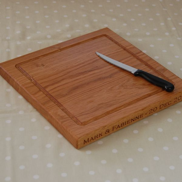 Personalised chopping board, size 30x30x2.7cm, font Copperplate Gothic Light