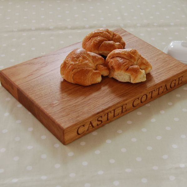 Personalised oak chopping board, size 25x35x4cm, font Times New Roman