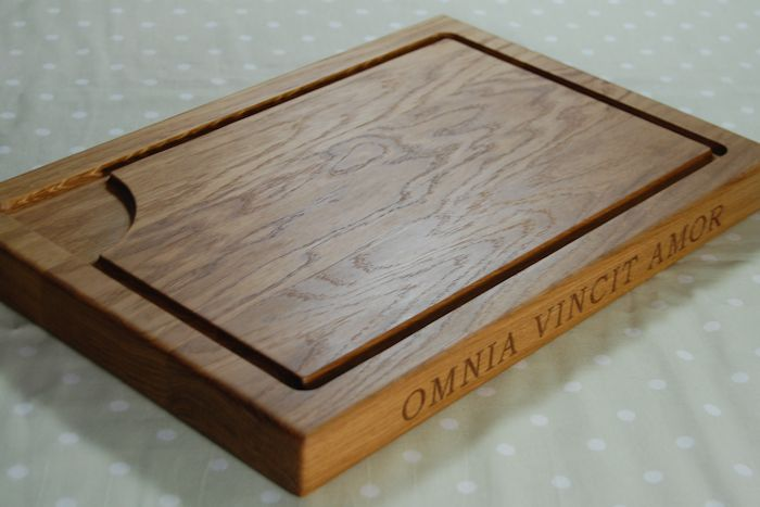 Personalised oak chopping board, size 30x45x4cm, font Bookman Old Style