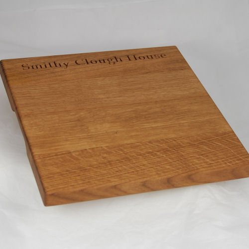 Engraved oak chopping board, size: 30x30x2.7cm, font: Book Antiqua