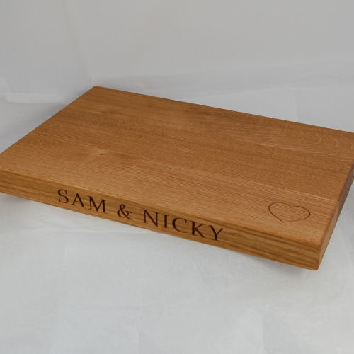 Personalised oak chopping board, size 30x45x4cm, font Book Antiqua