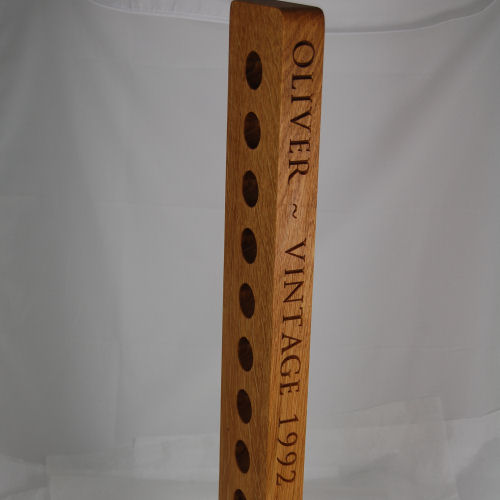Personalised oak wine rack, font Byington