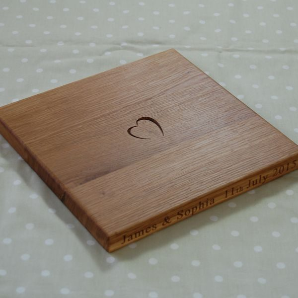 Personalised chopping board, size 30x30x2.7cm, font Franklin Gothic Book
