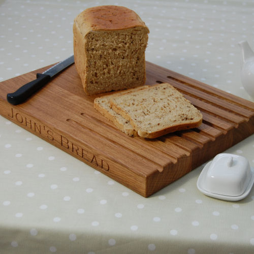 Engraved oak bread board, size 30x404cm, font Copperplate Gothic Light