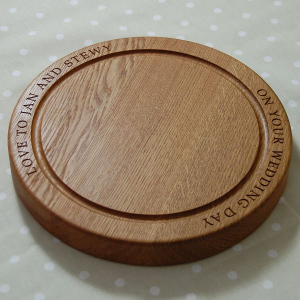 Personalised circular chopping board, size 30 dia x 4cm, font Byington