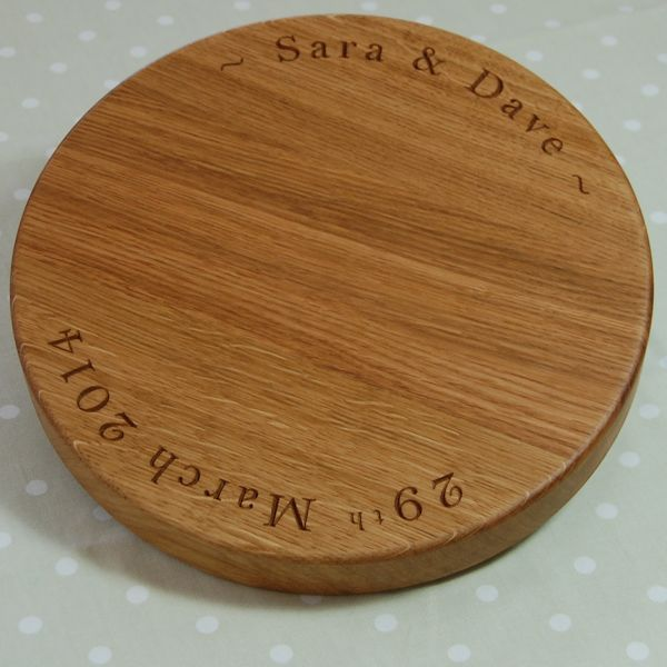 Personalised engraved cheese board, size 30cm diameter x 4cm, font Bell MT