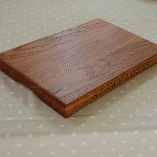 Personalised oak chopping board, size 30x45x4cm, font Times New Roman