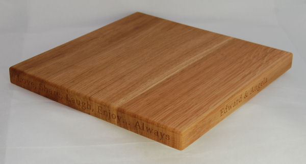 Square engraved oak cheese board, size 30x30x2.7cm, font Book Antiqua