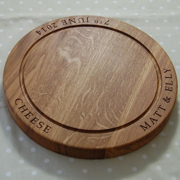 Engraved chopping board, size 38 dia x 4cm, font Book Antiqua
