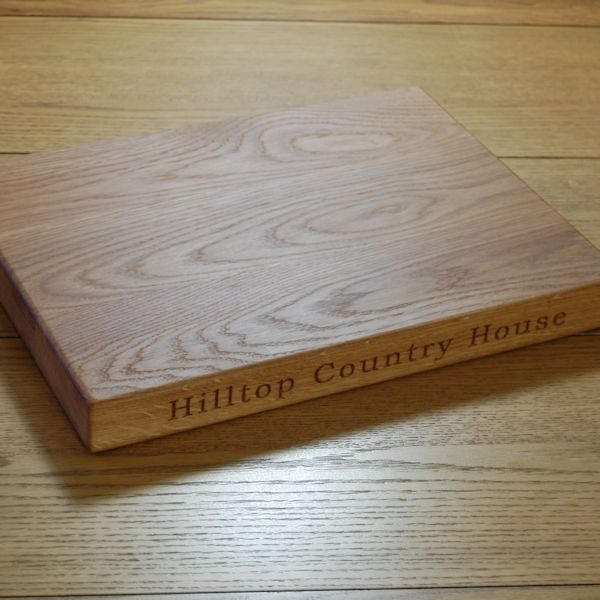 Engraved chopping board, size 30x40x4cm, font Bookman Old Style