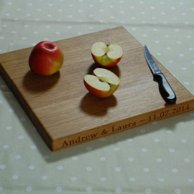 Personalised oak chopping board, size: 30x30x2.7cm, font: Book Antiqua