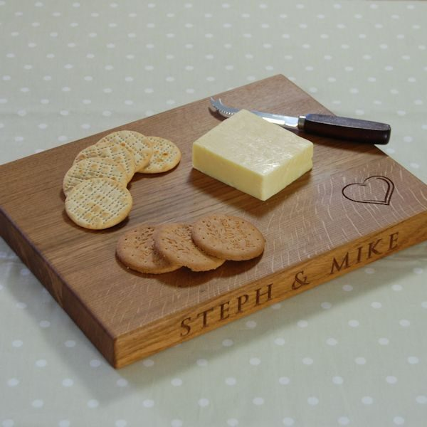 Personalised oak cheese board, size 30x40x4cm, font Byington