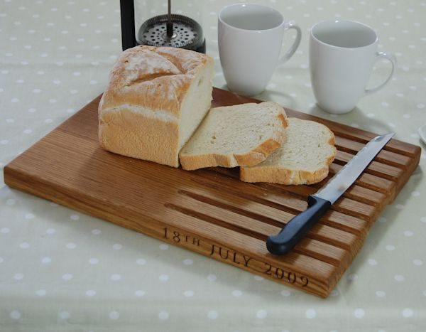 Personalised oak bread board, size 30x40x2.7cm, font Byington