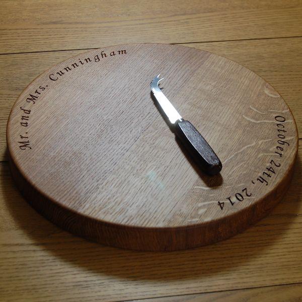 Round engraved oak cheese board, size 38cm diameter x 4cm, font Art Script