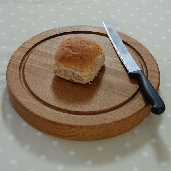 Oak bread board, size 30dia x 4cm