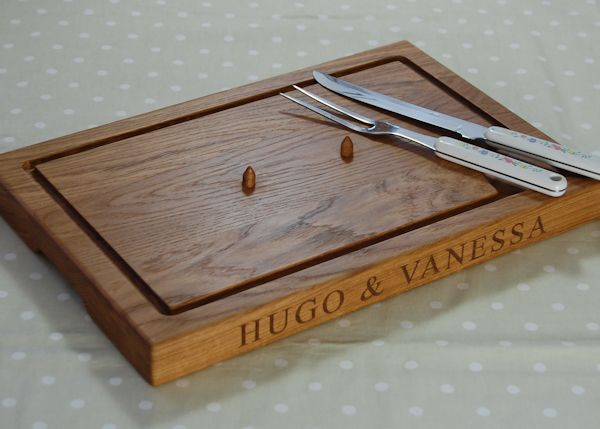 Personalised carving board with spikes, size 30x45x4cm, font Times New Roman