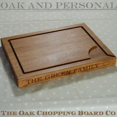 Personalised wooden carving board, size 30x40x4cm, font Bookman Old Style, heart motif