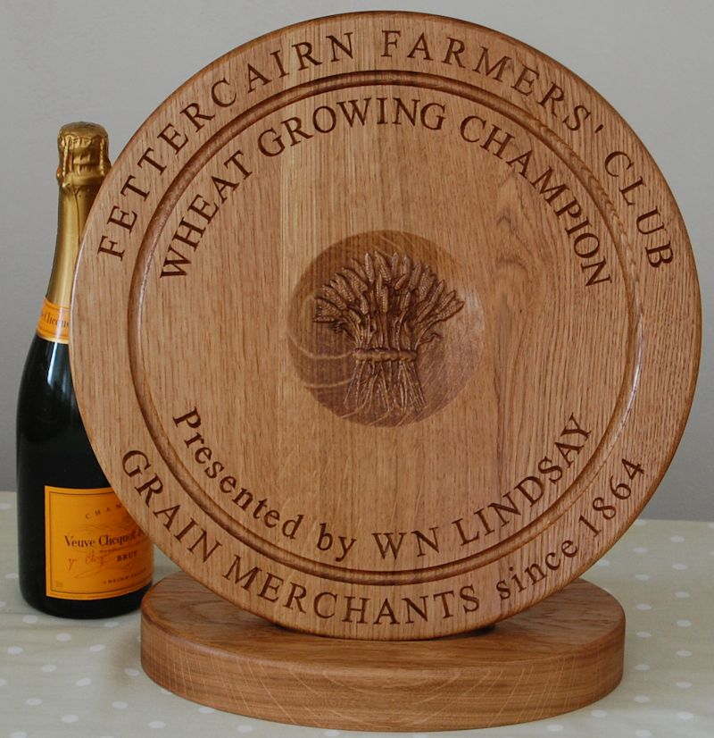 Engraved wooden bread board tropyn