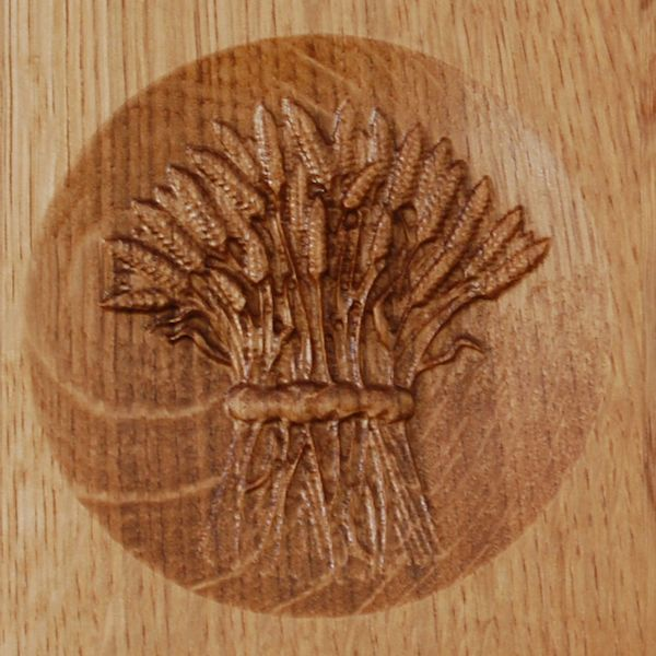 3D Wheat sheaf carved into the bread board/trophy