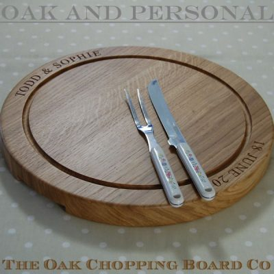Large round personalised wooden carving board, font Times New Roman