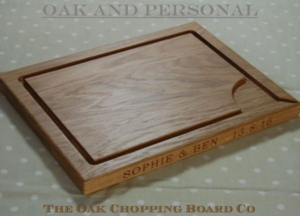 Personalised carving board, size 30x40x2.7cm, font Bookman Old Style