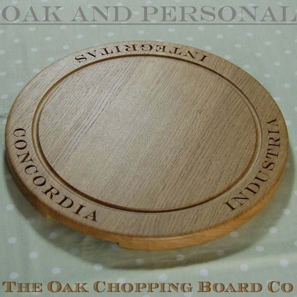 Engraved wooden bread board, size 38 dia x 2.7cm, font Engravers MT