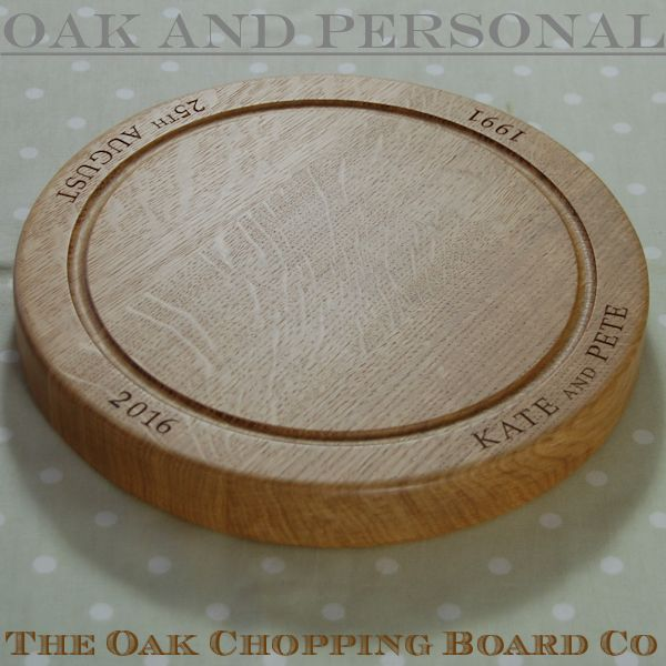 Engraved wooden chopping board, size 30 dia x 4cm, font Bookman Old Style