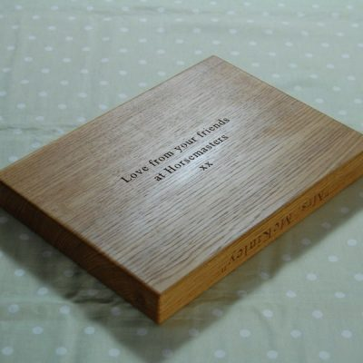 Personalised chopping board, size 25x35x4cm, font Times New Roman
