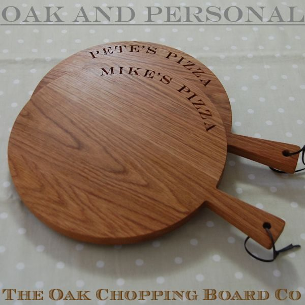 Engraved wooden serving paddles, size 30cm diameter, font Engravers MT