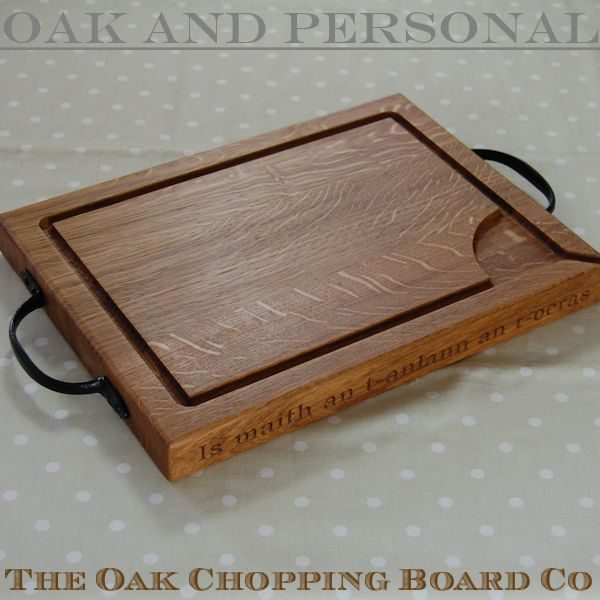 Personalised wooden rustic carving board, size 30x40x4cm, font Bookman Old Style