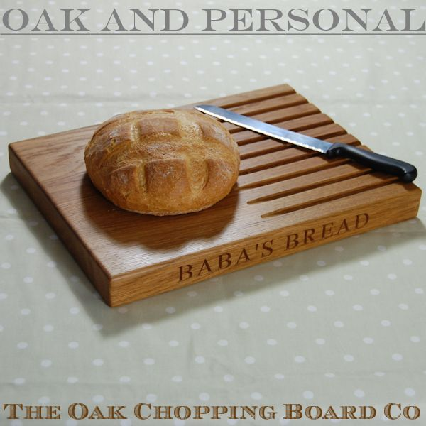 Personalised wooden bread board, size 30x40x4cm, font Times New Roman