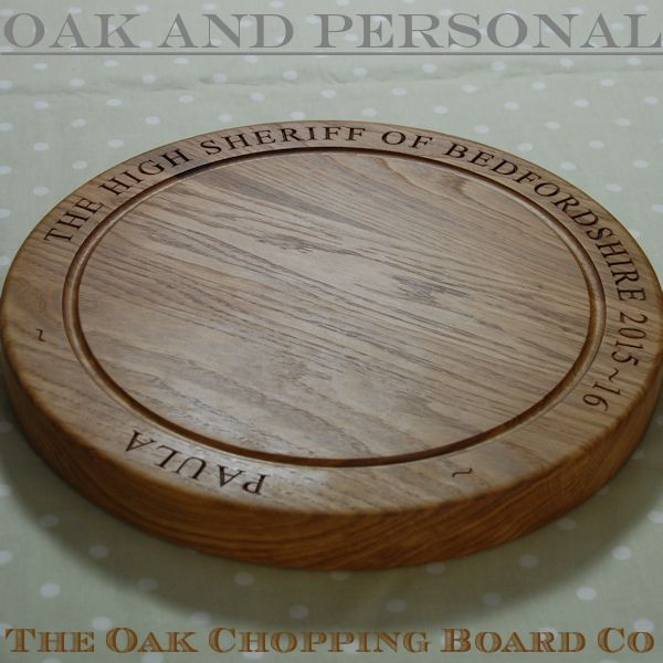Personalised wooden chopping board, size 38 dia x 4cm, font Times New Roman