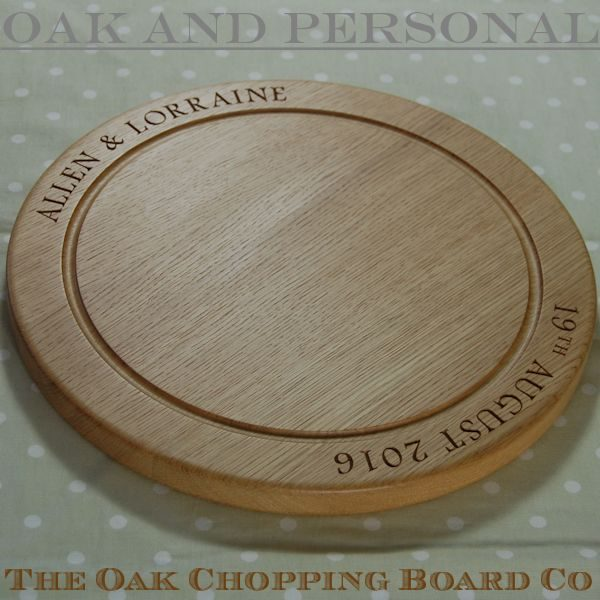 Engraved wooden bread board, size 38 dia x 2.7cm, font Footlight MT