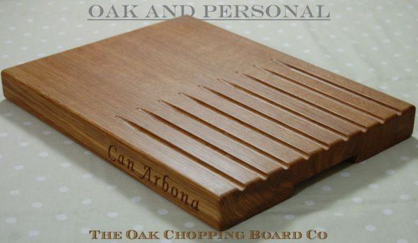 Personalised wooden bread board, size 30x40x4cm, font Art Script