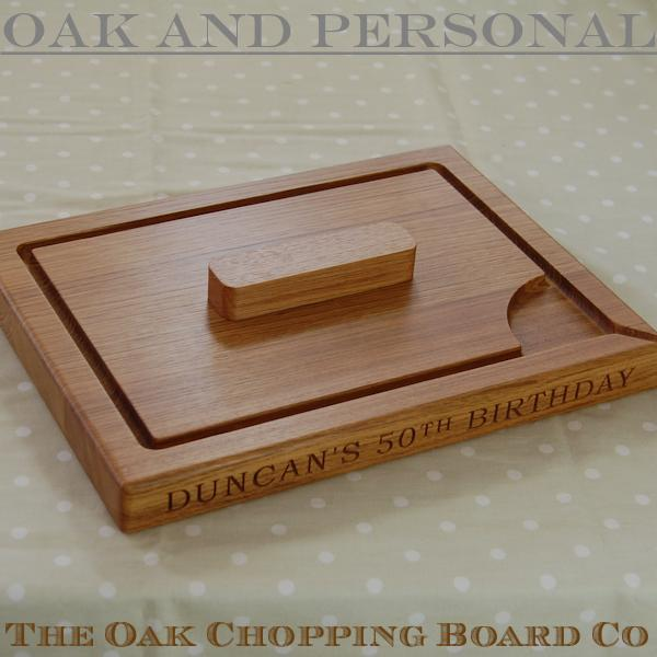Personalised wooden carving board with spikes, size 30x40x4cm, font Bookman Old Style