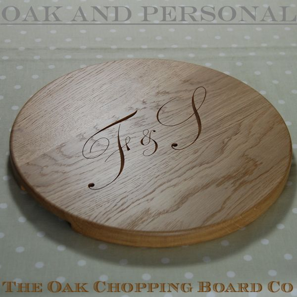 "Round ""Signature"" personalised cheese board, size 38 dia x 2.7cm, character set 1"