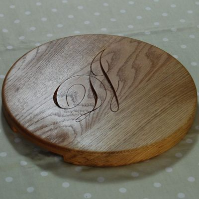 "Round ""Signature"" personalised cheese board, size 30 dia x 2.7cm, character set 1"