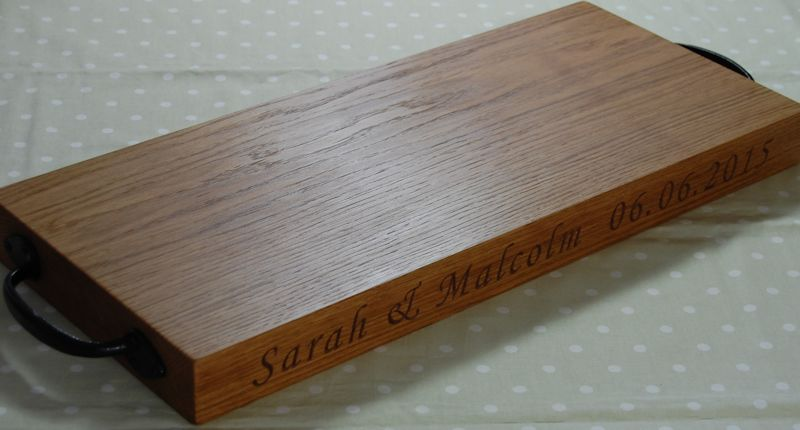 Rustic oak serving board, font Art Script
