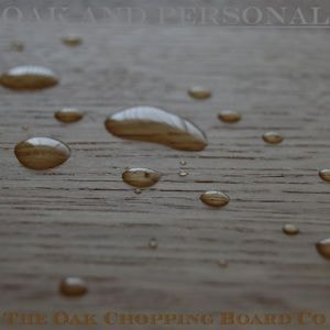 Water beads on wooden chopping board treated with OSMO TopOil
