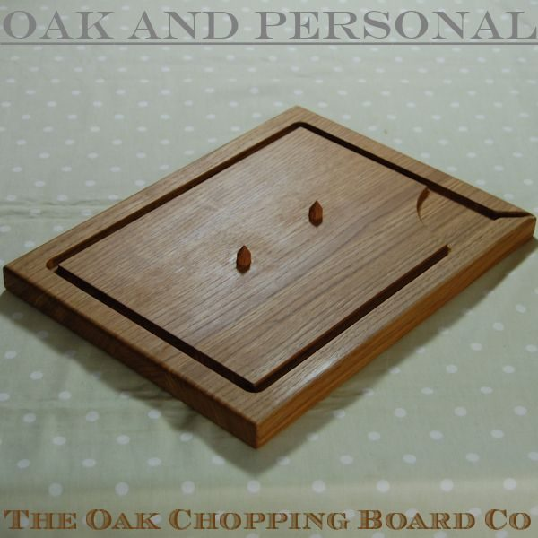Wooden carving board with spikes